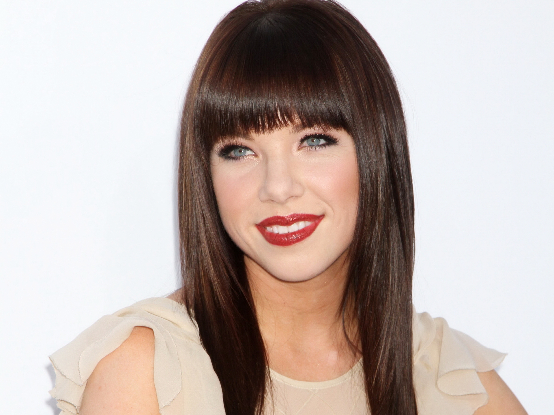 Carly Rae Jepsen Turns Into Cinderella In A Broadway